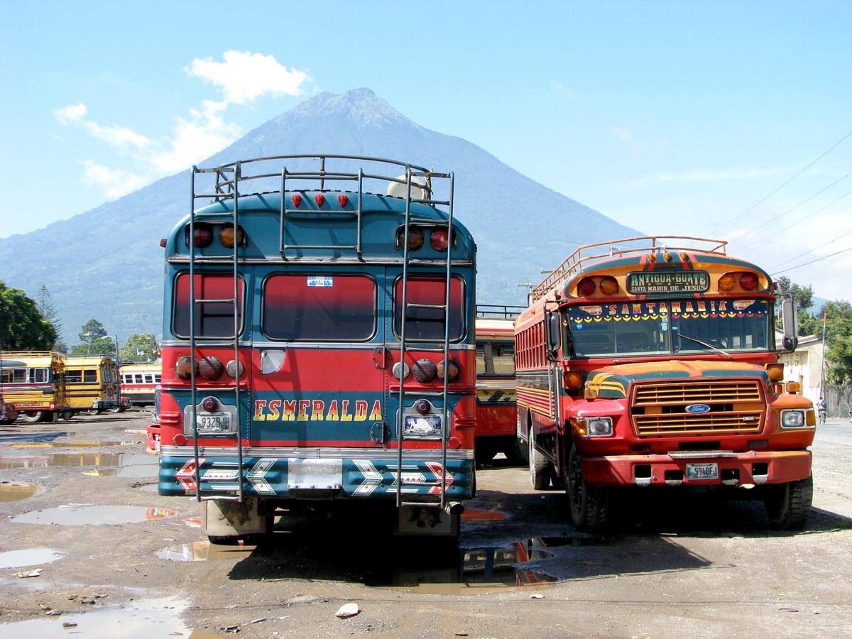 Photo de bus lors d'un voyage au Guatemala pour le livre Chasseurs de pierres au Guatemala