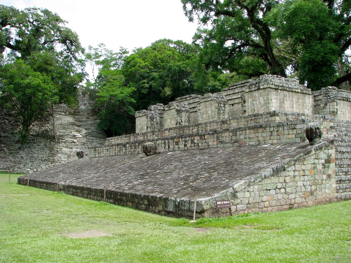 Photo de Tikal, un site maya lors d'un voyage au Guatemala pour le livre Chasseurs de pierres au Guatemala