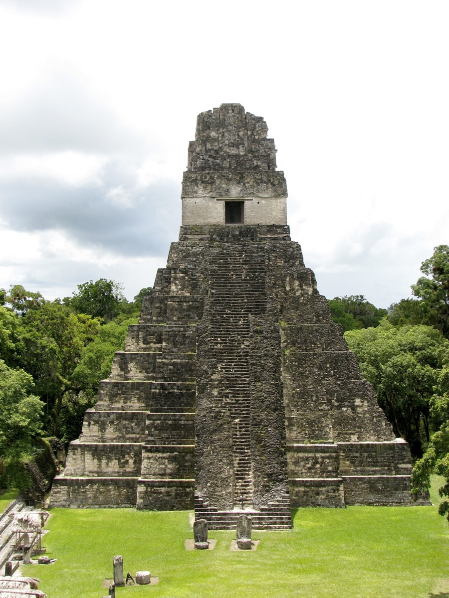 Photo d'un site Maya lors d'un voyage au Guatemala pour le livre Chasseurs de pierres au Guatemala