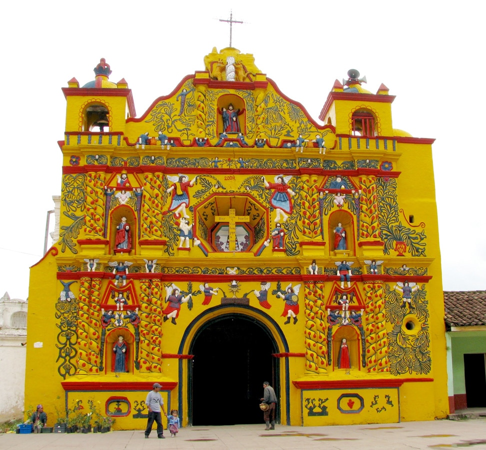 Photo d'un bâtiment lors d'un voyage au Guatemala pour le livre Chasseurs de pierres au Guatemala