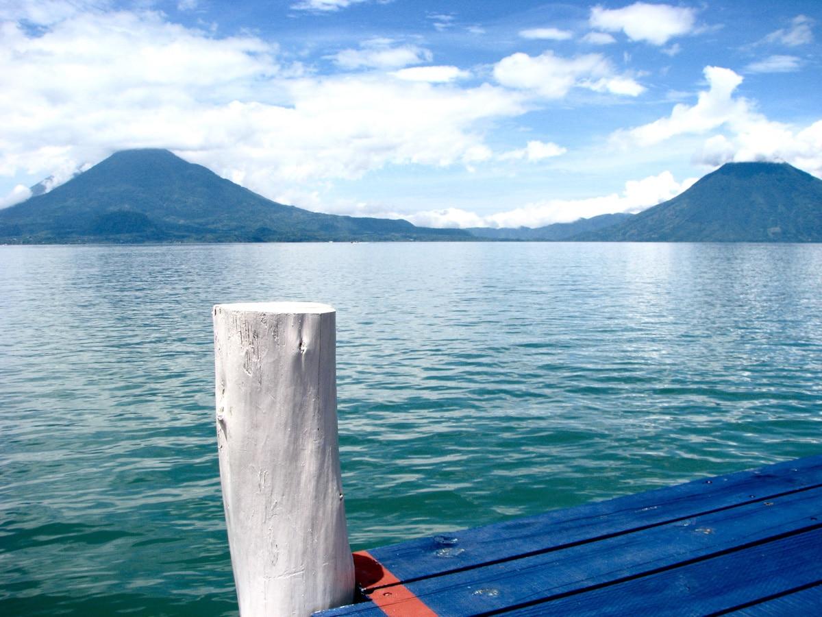 Photo d'un lac lors d'un voyage au Guatemala pour le livre Chasseurs de pierres au Guatemala