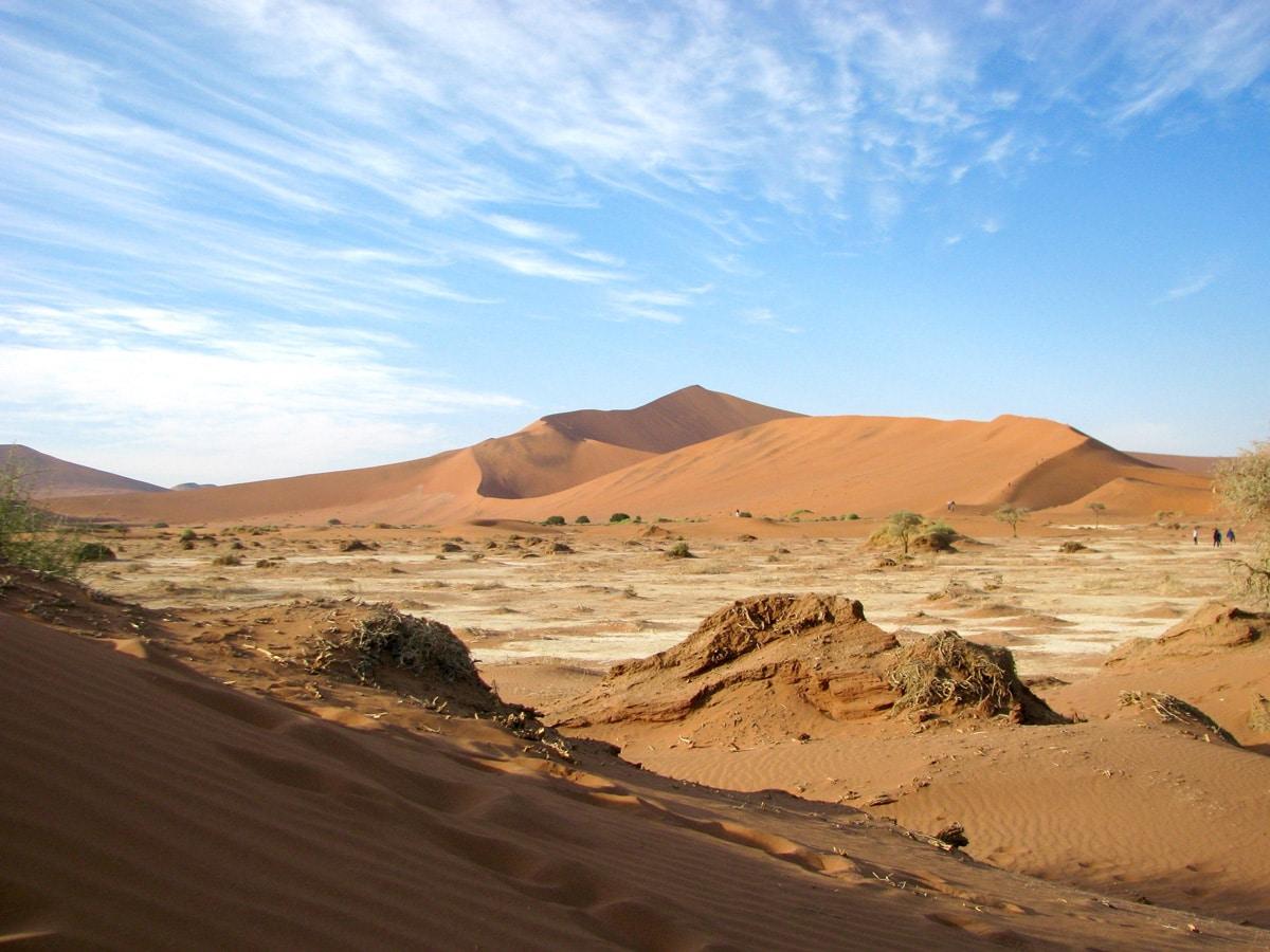 Photo d'un désert et dune de sable lors d'un voyage au Namibie pour le livre Chasseurs de pierres en Namibie