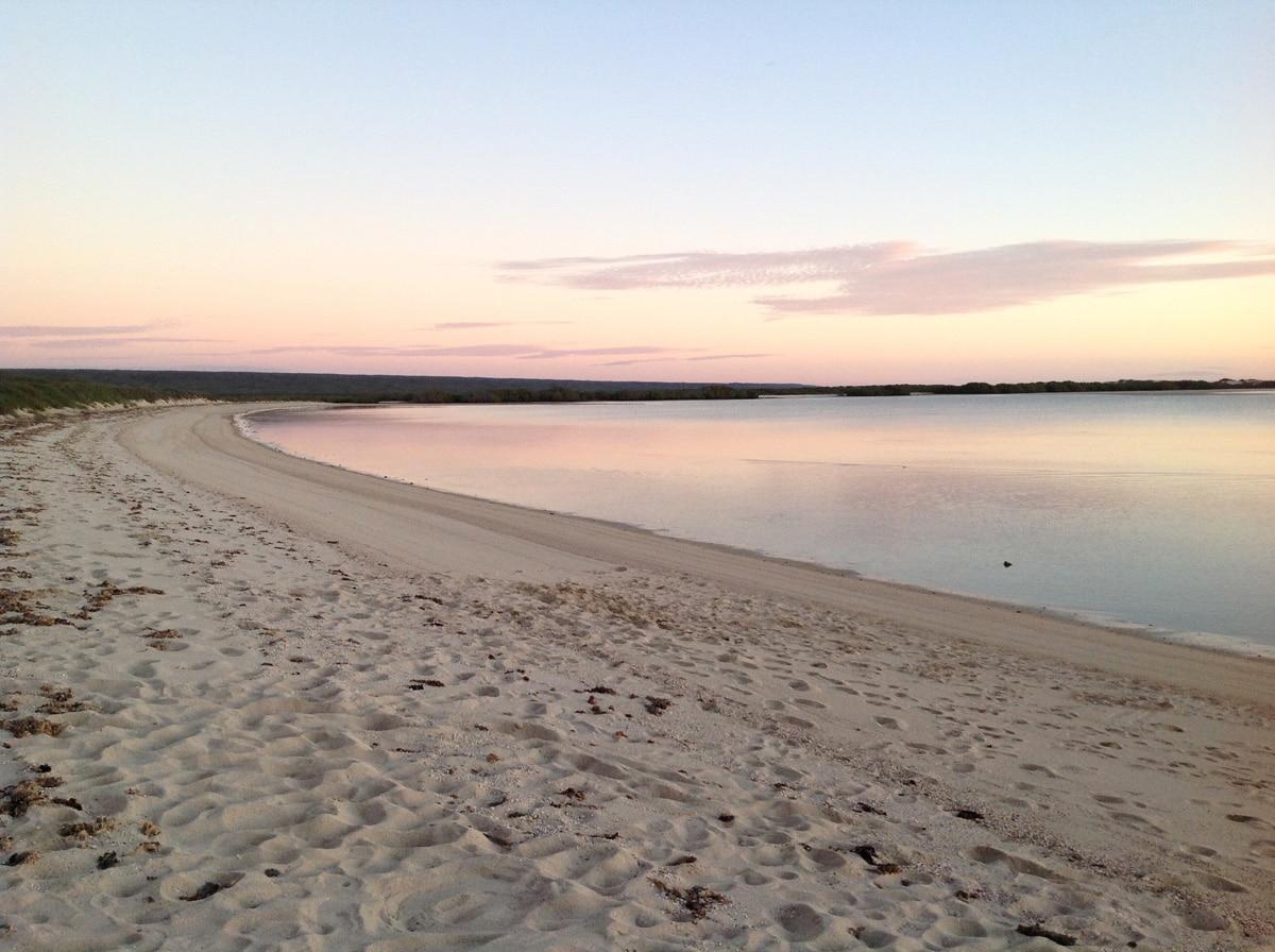 Photo d'une plage lors d'un voyage en Australie pour le livre Chasseurs de pierres en Australie