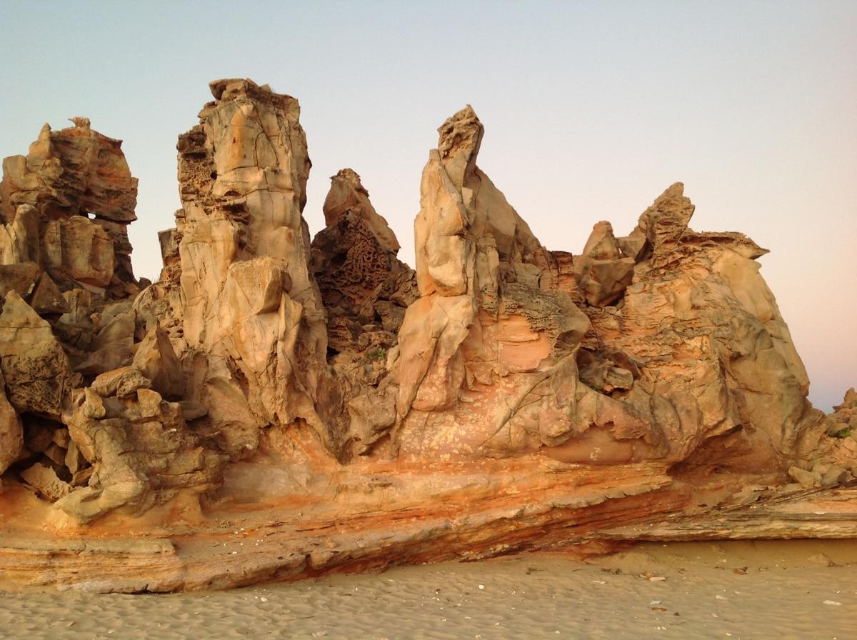 Photo de rochers rouges lors d'un voyage en Australie pour le livre Chasseurs de pierres en Australie