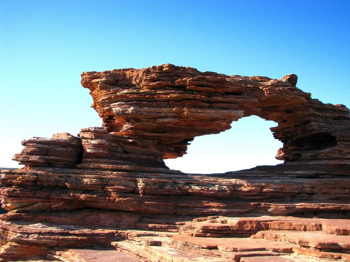 Photo d'un paysage, la natural window, lors d'un voyage en Australie pour le livre Chasseurs de pierres en Australie
