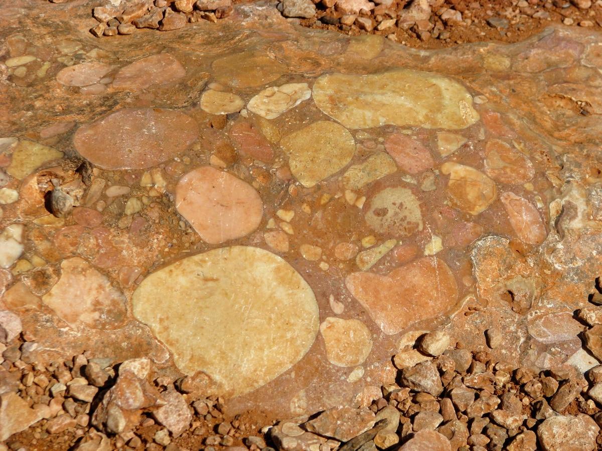 Photo d'un rocher lors d'un voyage en Australie pour le livre Chasseurs de pierres en Australie